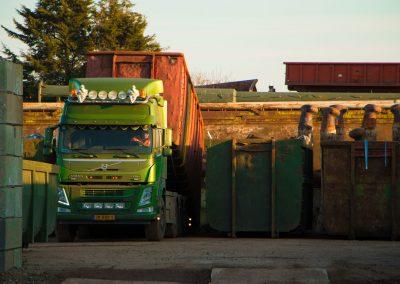 Lossen van container